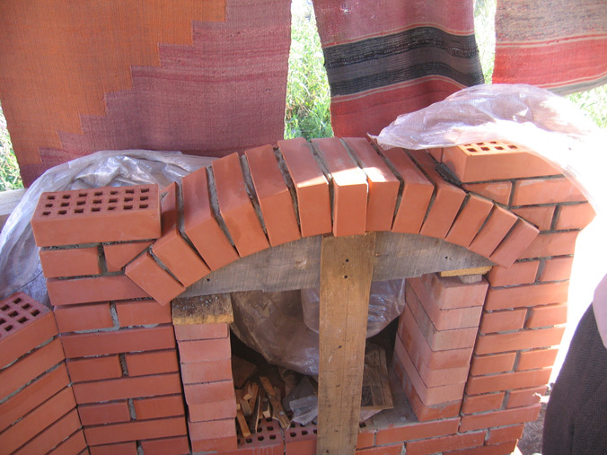 Кирпичная кладка арки печи для барбекю своими руками